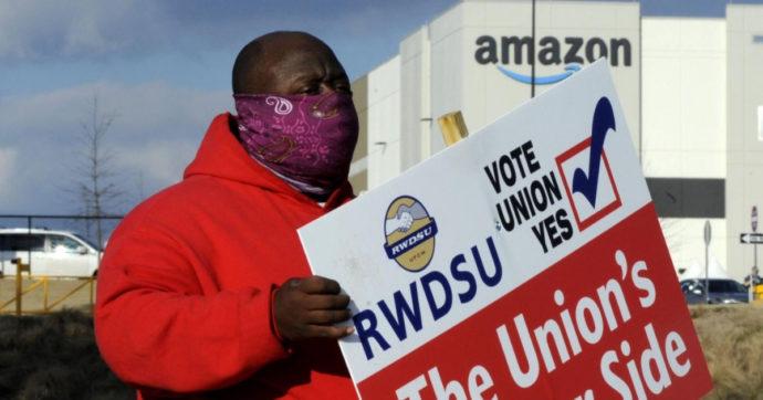 Amazon, Joe Biden si schiera al fianco dei lavoratori che stanno votando in Alabama per dotarsi di rappresentanza sindacale