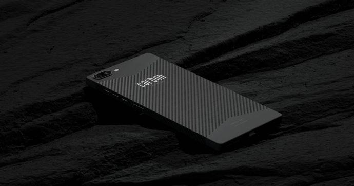 Carbon 1 MK II, il primo smartphone al mondo con scocca interamente in carbonio