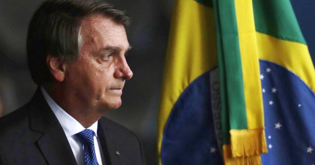 """In Brasile oltre mille morti al giorno per 40 giorni di fila, ma Bolsonaro boicotta ancora mascherine e distanziamento. """"Siamo al collasso"""""""
