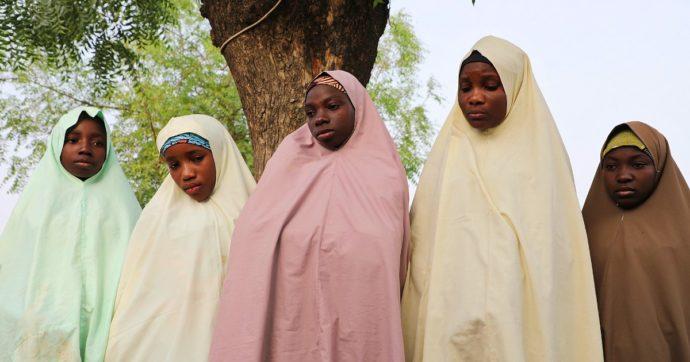"""Nigeria, liberate 279 delle 317 ragazze rapite da un commando armato venerdì. Presidente: """"Pagato un riscatto, decisione pericolosa"""""""