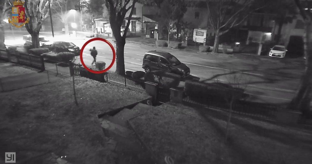 Ilenia Fabbri, il presunto assassino si aggira nel quartiere della vittima il giorno dell'omicidio: ecco il video