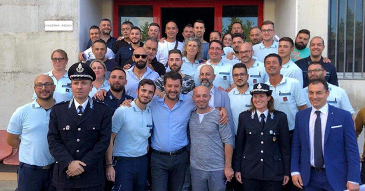 """Carcere, Salvini loda gli agenti condannati per tortura: """"Sono servitori dello Stato"""""""