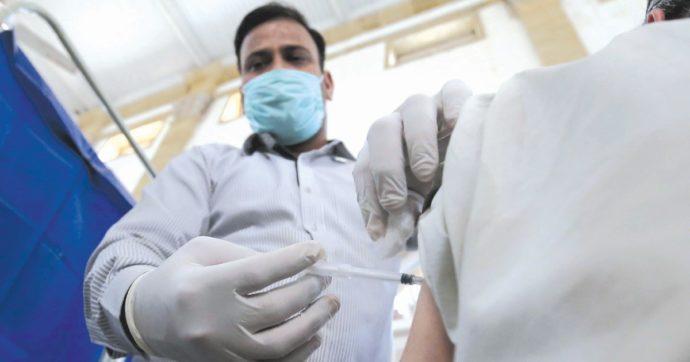 """Vaccini, dal ministero via libera alla dose unica per i guariti dal Covid: """"Almeno 3 mesi dopo l'infezione e preferibilmente entro 6 mesi"""""""