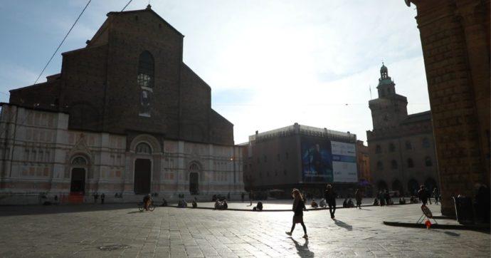 Renzi tenta di recuperare centralità nel Pd: i primi segnali arrivano anche a Bologna