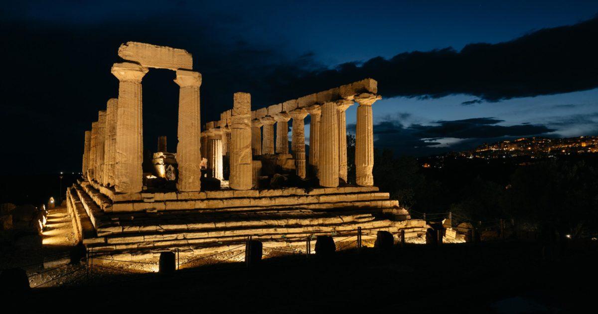 La legge per i greci è il limite che si configura con la morte. E influisce sulla vita di un popolo