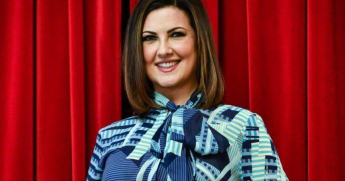 """Giovanna Civitillo, la moglie di Amadeus confessa: """"Mia suocera mi controlla. Mi chiama sempre dopo avermi visto in tv"""""""
