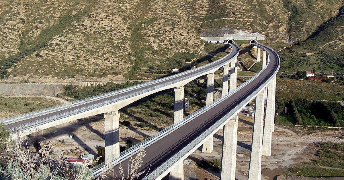 Niente manutenzione e cavalcavia pericolosi Indagati i manager delle autostrade siciliane