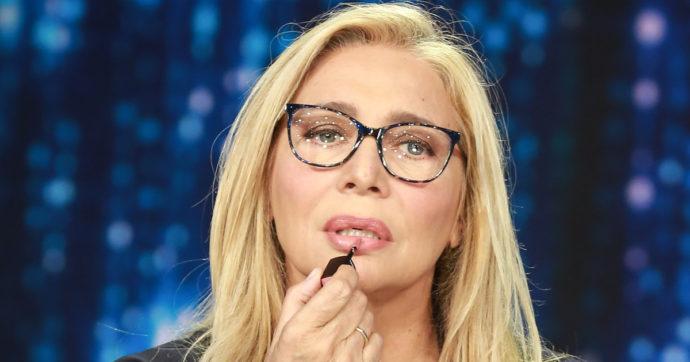 """Mara Venier furiosa con l'utente che critica Achille Lauro: """"Guarda Sanremo e non rompere le pa**e a noi"""""""