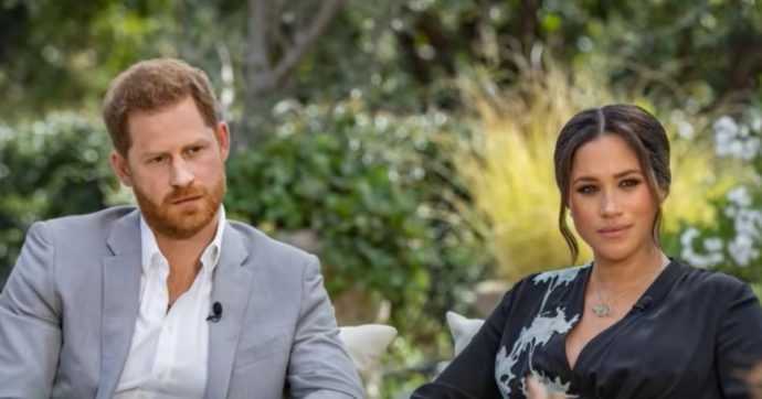 """Meghan Markle e Harry in tv. La duchessa: """"Razzismo alla Casa reale, ho pensato anche al suicidio"""". Il principe: """"Non parlo con mio padre"""""""