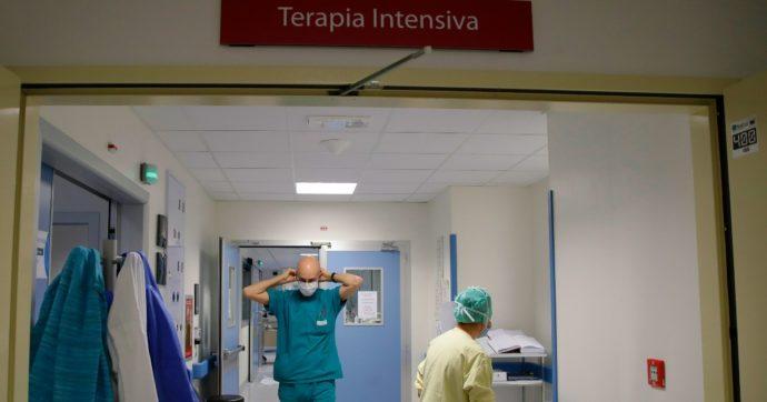 Coronavirus, 3.361 nuovi casi e 52 morti. Stabili le terapie intensive, aumentano i posti letto occupati in area medica