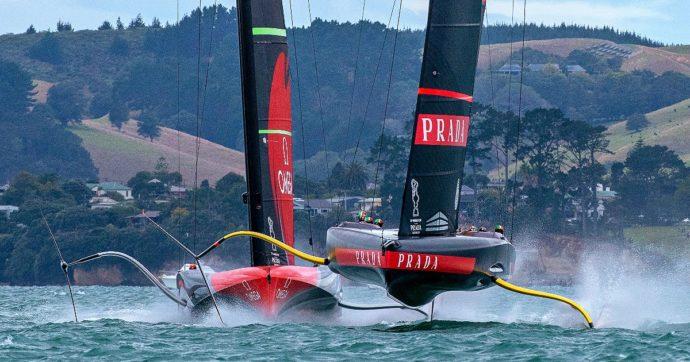 America's cup di vela, Luna Rossa prima vince con una regata perfetta poi sbaglia ed è costretta a soccombere: è 2-2 in finale