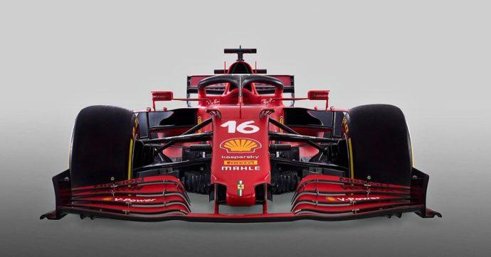 """Ferrari, presentata la SF21: è rossa e amaranto, con un po' di verde. Leclerc: """"La adoro"""" – Foto"""