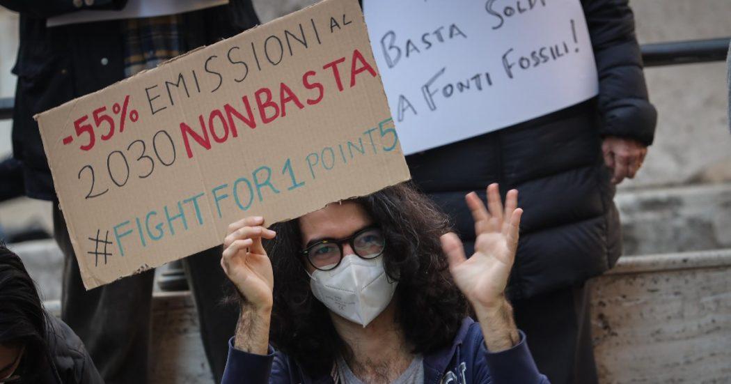 Clima, il Parlamento Ue cede alle lobby di acciaio e cemento: marcia indietro sulla richiesta di eliminare i permessi gratuiti ad inquinare
