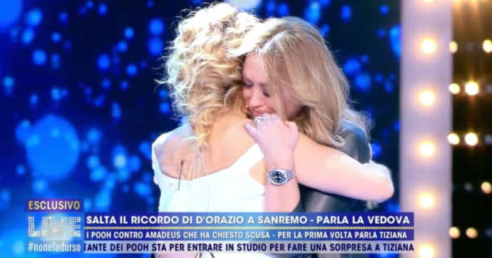 """Live Non è la D'Urso, Barbara D'Urso abbraccia la vedova di Stefano D'Orazio e scoppia la polemica: """"Allora pure noi"""""""