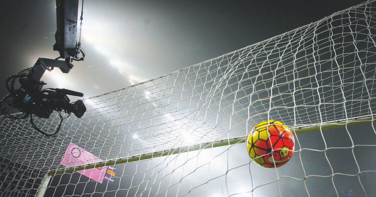 I diritti tv del calcio: una pedina nella guerra sul futuro delle Tlc