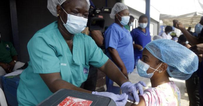 Indagine Oxfam-Emergency: Otto italiani su dieci chiedono la liberalizzazione dei brevetti sui vaccini. Ma i paesi ricchi si oppongono