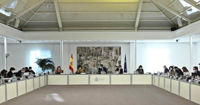 Spagna, sì alla legge su eutanasia e suicidio medicalmente assistito: il Parlamento approva con 202 favorevoli e 141 contrari