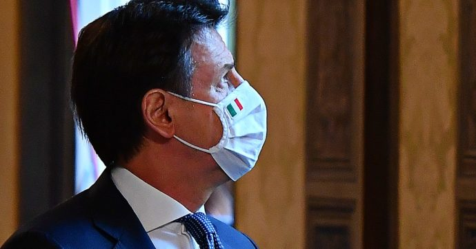 """Giornata vittime del Covid, Conte ricorda le bare a Bergamo: """"Giorni terribili. Italia è stata grande nel dolore, lo sarà anche nel riscatto"""""""