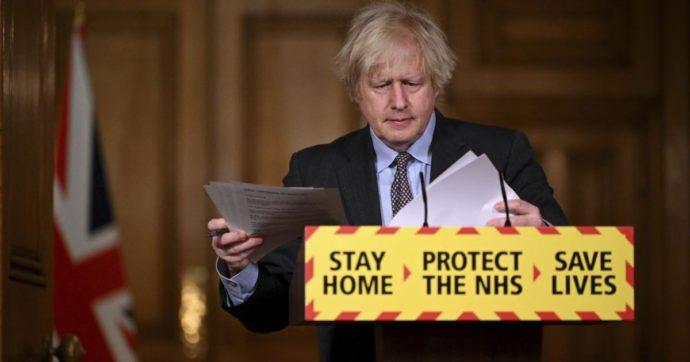 """Johnson: """"Domani mi vaccino con AstraZeneca"""". Agenzia farmaco Uk: """"È sicuro, non c'è legame con casi di trombi"""""""