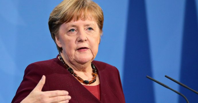 """Germania, lockdown prorogato fino al 18 aprile: Merkel aziona il """"freno d'emergenza"""""""