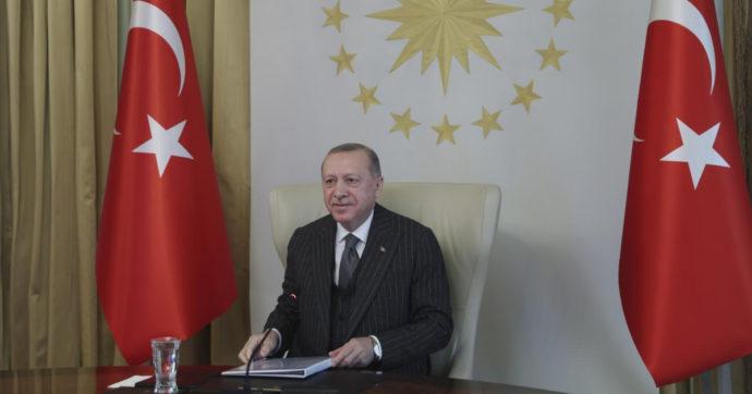 Turchia, lira a picco dopo la cacciata del governatore della banca centrale Naci Agbal. E' il quarto cambio in meno di due anni