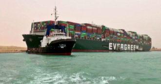 Enorme nave portacontainer si incaglia nel Canale di Suez: centinaia di imbarcazioni bloccate – Video