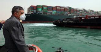 """Canale di Suez, portacontainer incagliata: """"Traffico bloccato per settimane"""". 9,6 miliardi di dollari al giorno di merci ferme"""