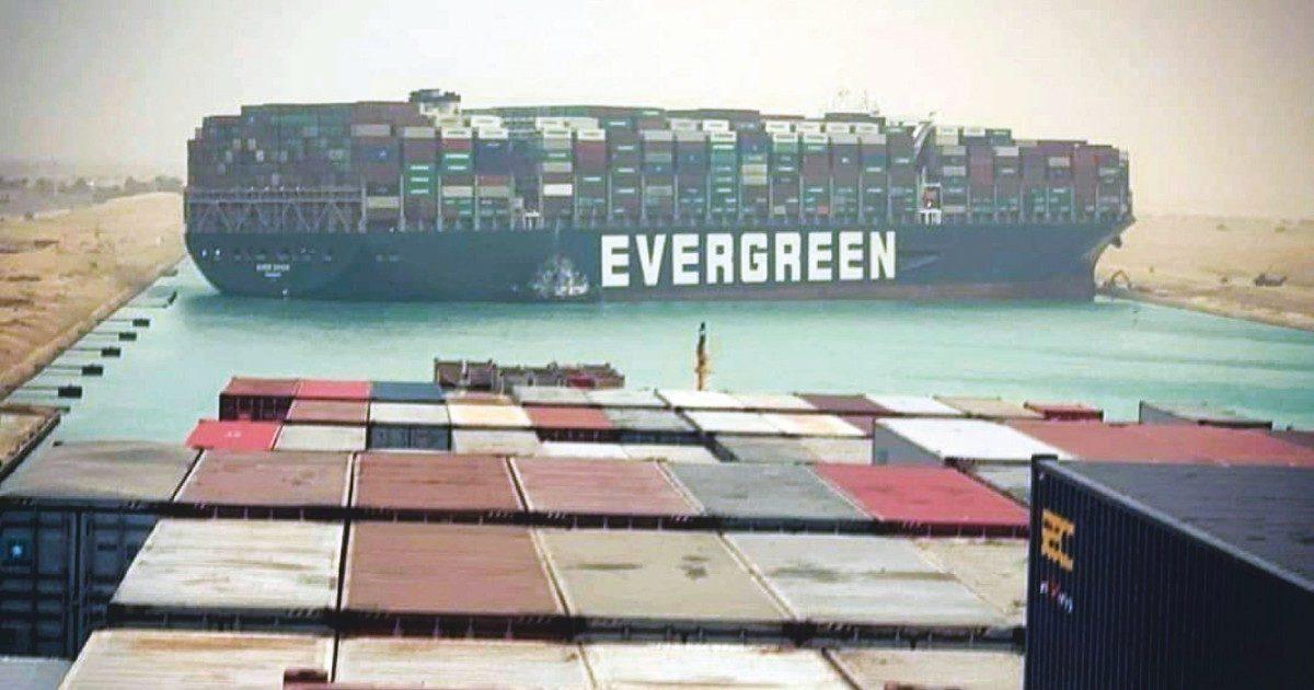 Canale di Suez fermo per settimane: merci bloccate e costi di trasporto tra Asia ed Europa in salita