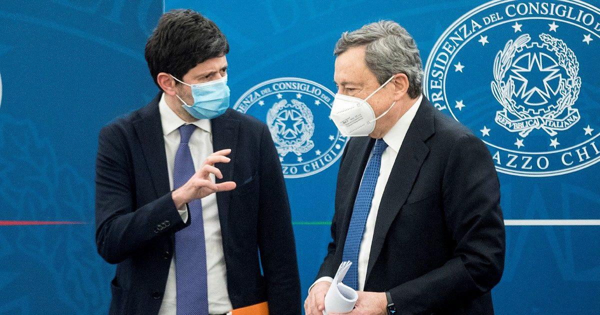 """Draghi riapre """"solo"""" le scuole e zittisce l'aperturista Salvini"""