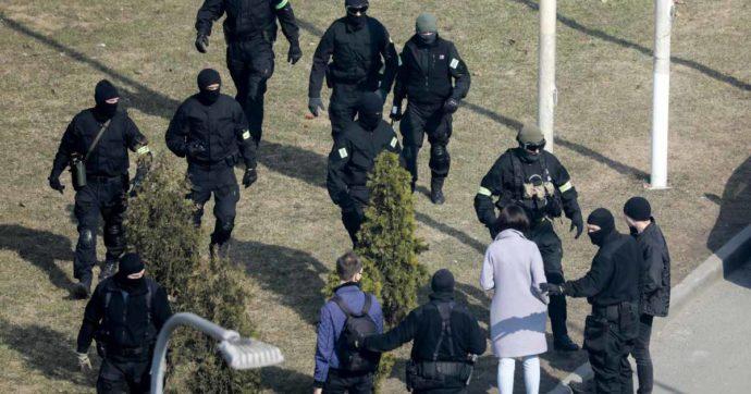 Bielorussia, 245 arresti durante le manifestazioni contro Lukashenko: in manette anche un giornalista della Deutsche Welle