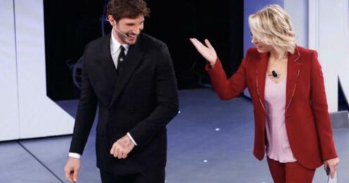 """Amici 20, Maria De Filippi bacchetta Stefano De Martino che fa il provolone: """"Hai già dato qui"""""""