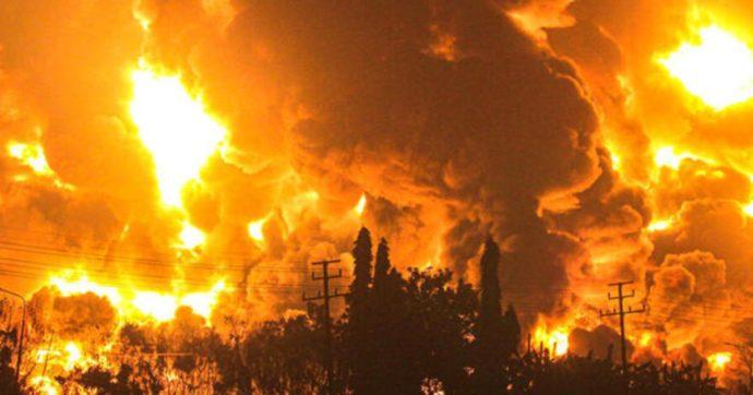 Indonesia, esplode una raffineria di petrolio a Balonga: un morto, tre dispersi e venti feriti di cui cinque in gravi condizioni