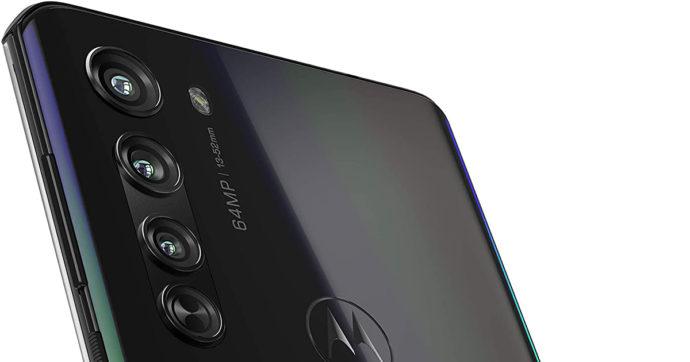 Motorola Edge Plus, smartphone di fascia medio-alta in offerta sul Web con oltre 490 euro di sconto