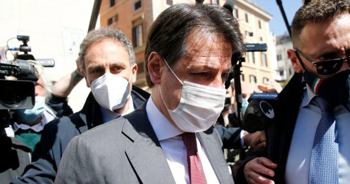 """Conte vede i senatori M5s e smentisce la crisi con Grillo: """"Troveremo una sintesi. Giovedì viene a Roma? Ci vedremo senz'altro"""""""