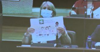 """Vaccini in Lombardia, le opposizioni in Aula: """"Contattati da centinaia di anziani ancora in attesa. Se non riuscite, li chiamiamo noi"""""""