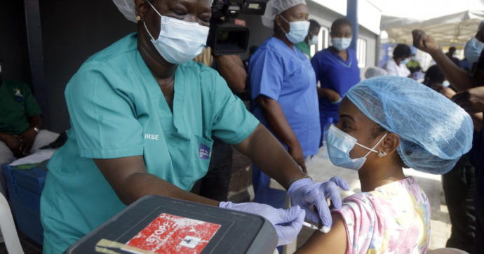 """Oxfam ed Emergency: """"Vaccinazioni troppo lente, varianti rischiano di vanificare sforzi. Condividere brevetti e tecnologie"""""""