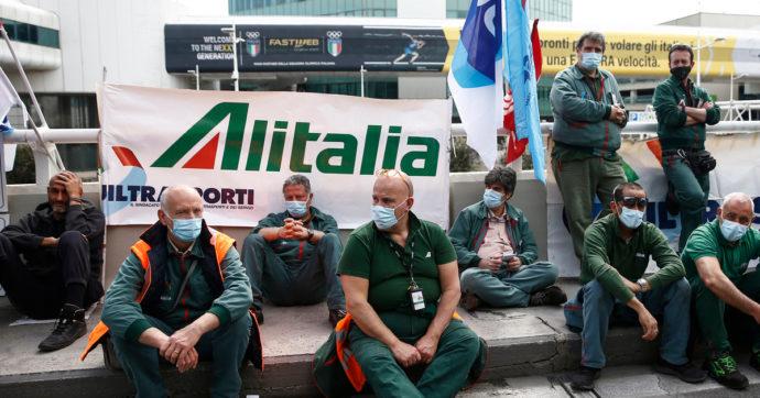 Alitalia, sollievo a metà per i dipendenti, pagato il 50% degli stipendi. Cresce la tensione tra Roma e Bruxelles