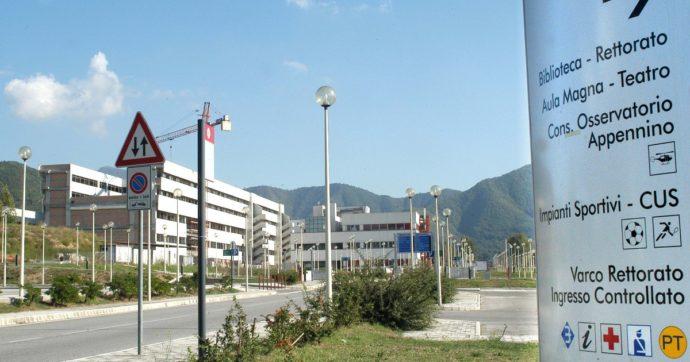 Salerno, due arresti all'università: iscrizioni false ed esami mai sostenuti in cambio di regali. Compresi dei fumetti da collezione