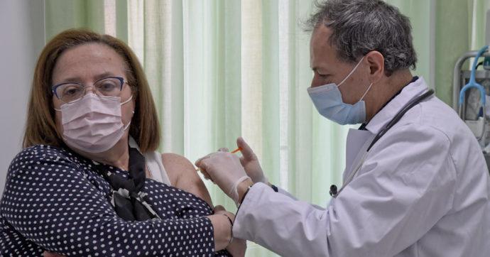 Vaccini, report ministero: 2 milioni e 693mila over 60 ancora senza prima dose. Solo 140mila iniezioni in sette giorni nella fascia d'età