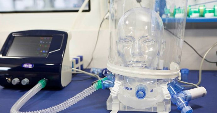 """Covid, la ricerca: """"Il casco made in Italy riduce del 40% il ricorso all'intubazione e alla ventilazione meccanica"""""""
