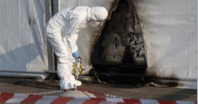 Brescia, due bottiglie incendiarie contro il centro vaccinale anti-Covid: nessun ferito, danni da quantificare