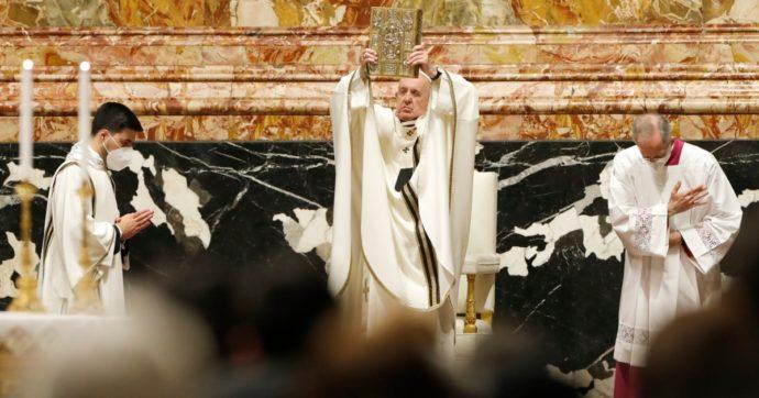 """Vaccini, l'appello di Papa Francesco: """"Esorto la comunità internazionale a superare i ritardi nella distribuzione. Condivida dosi coi poveri"""""""