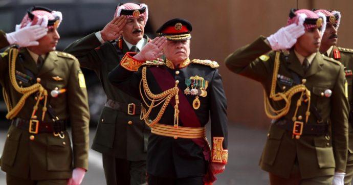 """Giordania, sventato complotto contro il re Abdallah II: 16 arresti. """"Hamza, fratellastro del sovrano, ha minacciato la sicurezza"""""""