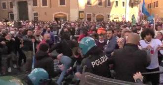 Ristoratori protestano a Roma contro le chiusure: scontri e tafferugli con la polizia. Il video