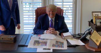 Usa, Trump si schiera contro la Coca Cola ma continua a berla: tradito da una foto su Twitter