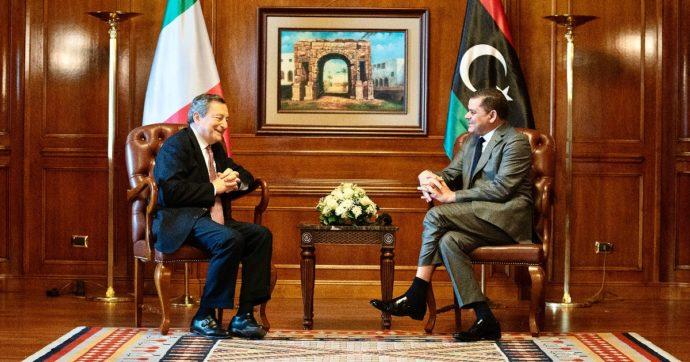 """Mario Draghi a Tripoli: """"Momento unico per ricostruire un'amicizia. Sui migranti siamo soddisfatti dei salvataggi in mare della Libia"""""""