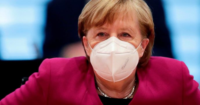 Angela Merkel si vaccina con la seconda dose eterologa: dopo Astrazeneca riceve Moderna