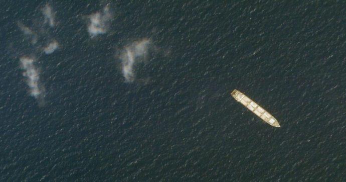 """Colpita nave iraniana nel Mar Rosso. New York Times: """"Israele ha rivendicato l'attacco con gli Usa"""""""
