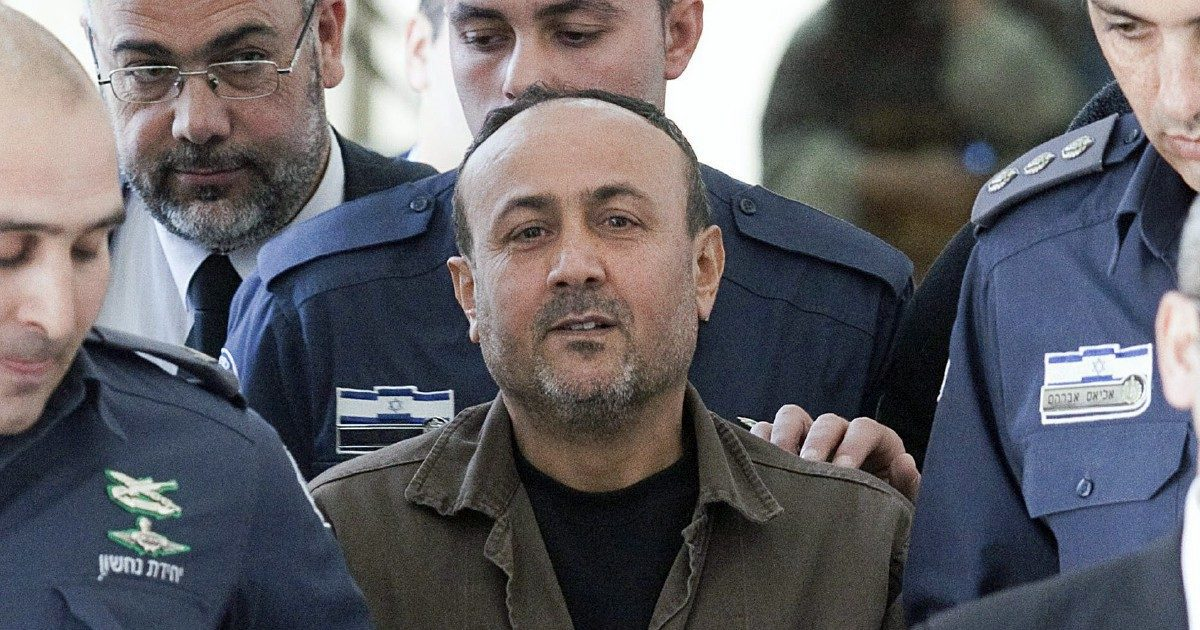 """Terremoto Barghouti, l'uomo con le manette corre per la """"Libertà"""""""
