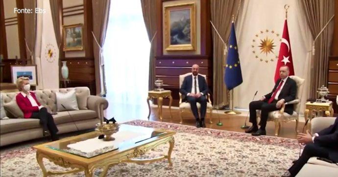 """Turchia, Erdoğan non riserva un posto a sedere per von der Leyen durante la visita. Ue: """"Presidente sorpresa, non deve ripetersi"""""""